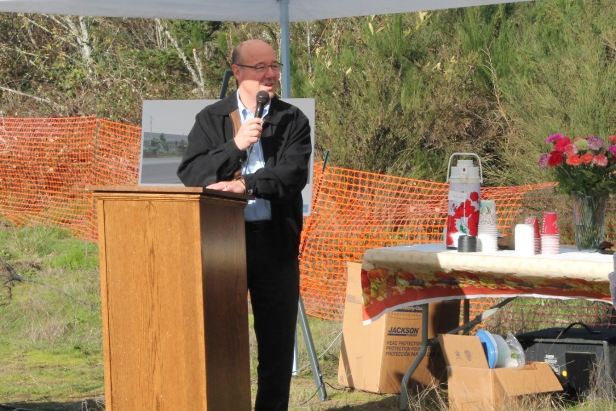 Mayor Benetti welcomes guests to the groundbreaking, 11/21/16
